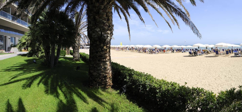 Offerta-vacanza-lunga-Hotel-Berti-1440x670-1.jpg